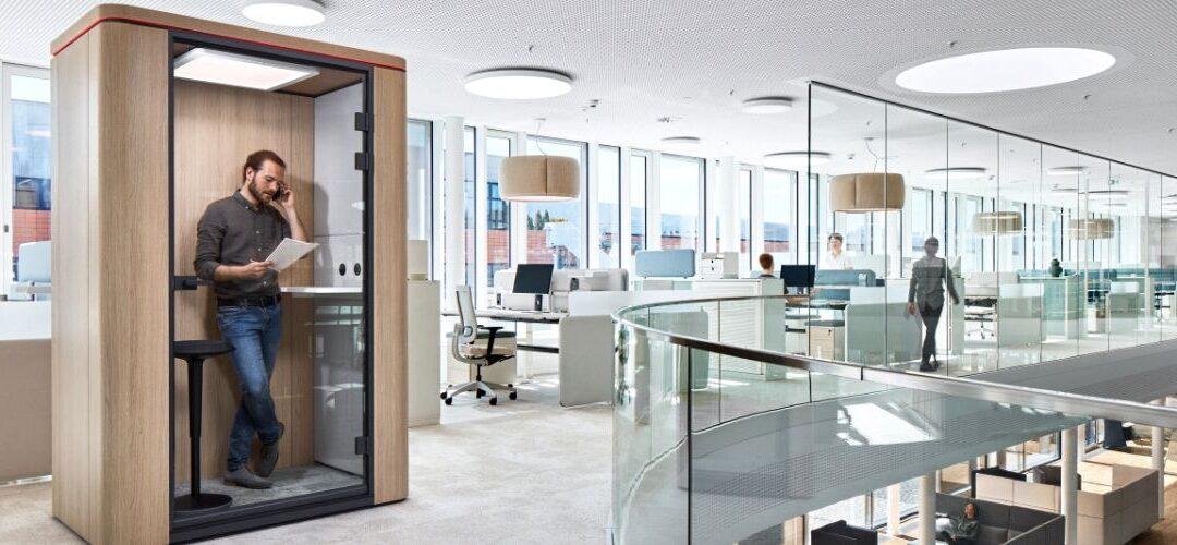 Ufficio open space: l'arredamento si fa privacy.